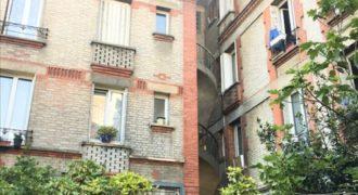 Rue Antoine Marie Colin, dans un immeuble au premier étage, vous trouverez un appartement meublé comprenant, .