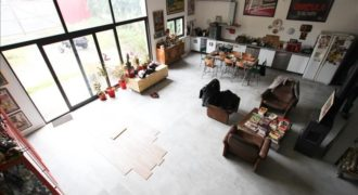 QUARTIER LA FERME/ARDOINES – L'agence immobilière vous propose une maison unique et atypique !~Le bien …